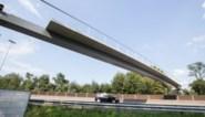 Langste fietsbrug van Gent op zijn plaats gehesen