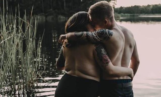 """Intieme foto's laten niemand onberoerd: """"Dat is echte liefde"""""""