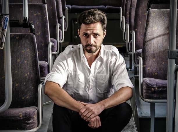 De wachtzaal van de dokter zat vol buschauffeurs en dus ging deze huisarts undercover bij De Lijn om uit te zoeken hoe dat kwam