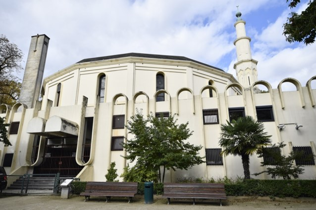 """Grootste imam van België die door Francken is uitgewezen, schreeuwt onschuld uit: """"Ik bestrijd extremisme"""""""