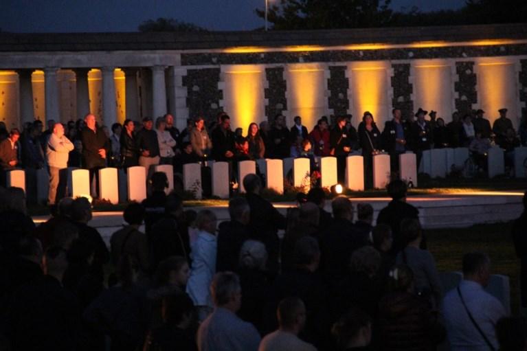 12.000 lichtjes doen graven Tyne Cot Cemetery oplichten