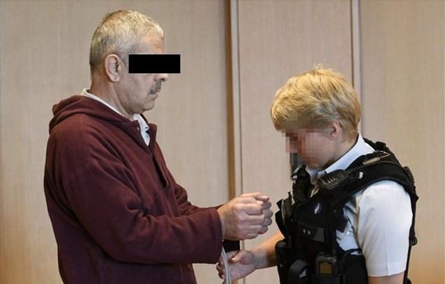 Dertig maanden cel geëist voor man die Raoul Hedebouw aanviel met mes
