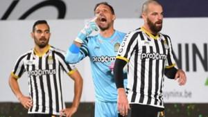 Sporting Charleroi houdt doelman Penneteau langer aan boord