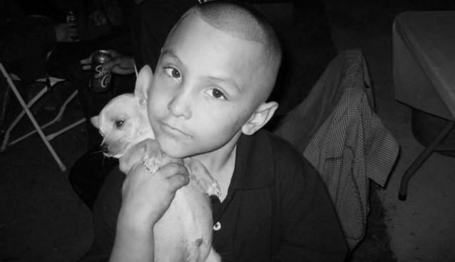 Geslagen, verbrand en uitgehongerd. Zijn stiefvader dacht dat hij homo was en daarom moest deze jongen (8) sterven