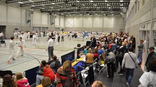 Nationaal karatetornooi in sporthal Hernekouter