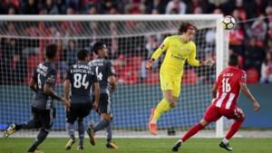 Mile Svilar helpt Benfica met clean sheet aan zege
