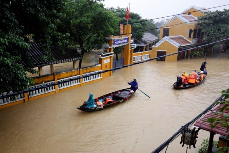 Minstens 61 doden door taifoen Damrey in Vietnam