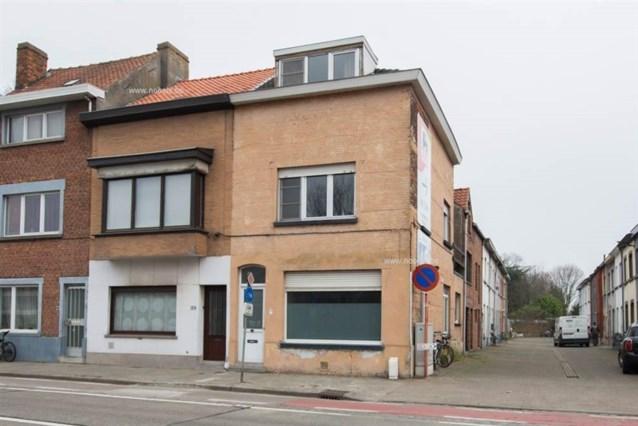 Roma verlaten gekraakte woning die te koop staat in Gent