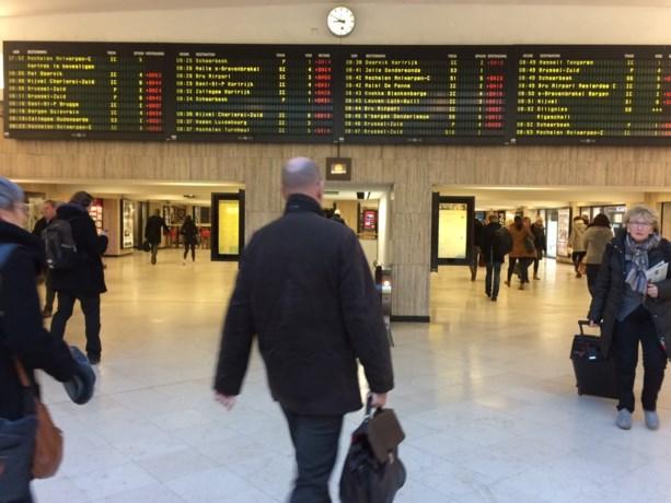 Brusselse loketbedienden boos omdat ze van NMBS stipt hun werkdag moeten starten