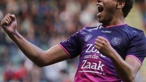 Cyriel Dessers helpt Utrecht met doelpunt aan zege, PSV wint nipt van eerste achtervolger