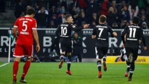 Scorende Thorgan Hazard pakt scalp van Bayern, De Camargo scoort twee keer in derby