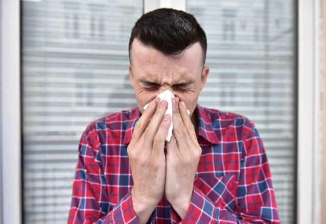 """Zes op de tien werken toch voort bij ziekte: """"Zorgwekkend"""", aldus minister Kris Peeters"""