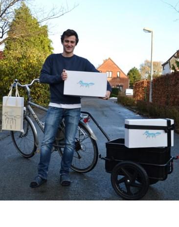 Streke Vent brengt cadeautjes met fiets aan huis