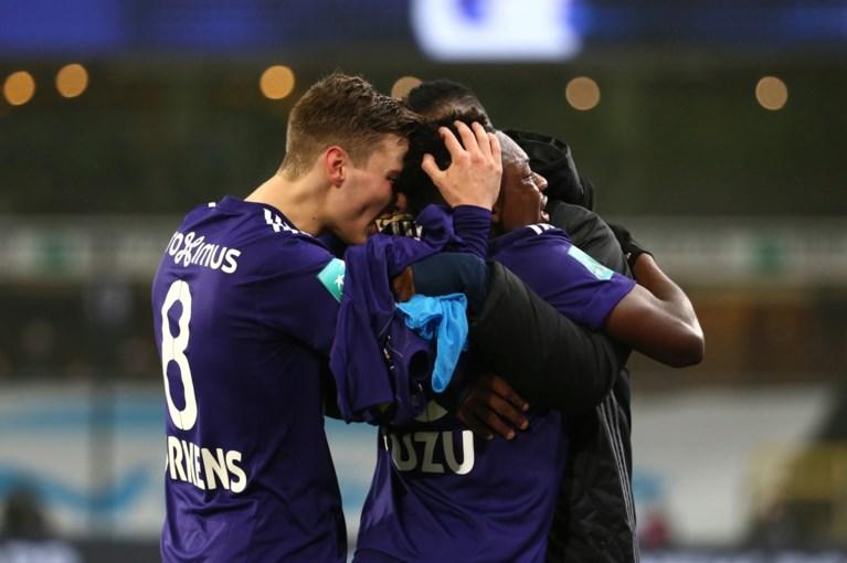 Huilende debutant bezorgt Anderlecht broodnodige zege, sterkhouder Onyekuru mogelijk lang out