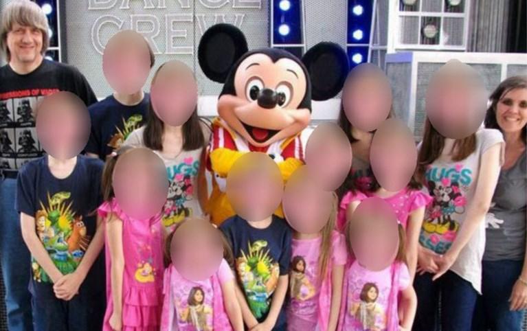Twaalf vastgebonden en uitgehongerde broers en zussen aangetroffen in huis in VS nadat kind ontsnapt