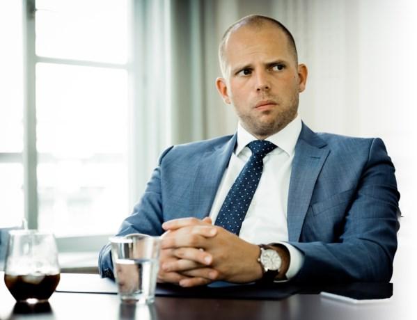 """Francken waarschuwt voor """"veldslag op snelwegparkings"""""""