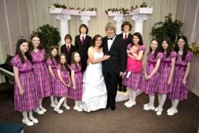 Kinderen die door ouders werden vastgeketend, van elkaar gescheiden