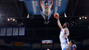 NBA. Dunk van het jaar in Oklahoma City, LeBron dolt tegen Detroit