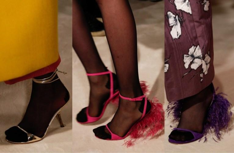 Modehuis Valentino brengt de panty's in sandalen terug