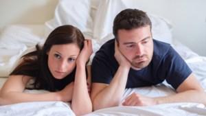 """ADVIES. """"Ik kan de zorgen niet van me af zetten. Bergen we ons seksleven dan maar op?"""""""
