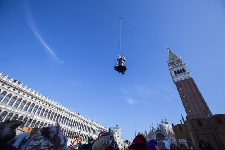Traditionele 'Engelenvlucht' geeft startschot van carnaval van Venetië