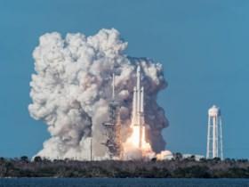 SpaceX deelt fascinerende webcambeelden van Tesla in de ruimte