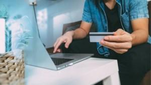 Online of bij de winkelier: gedaan met extra kosten voor elektronisch betalen