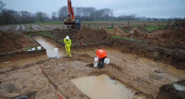 Archeologen ontdekken Romeinse graven en resten van brandstapel