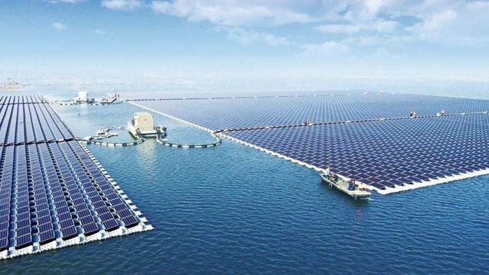 Niet genoeg daken meer? Regering gaat zonnepanelen op zee leggen