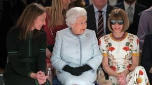 En dan zit plots de Queen op de eerste rij tijdens de Londense modeweek