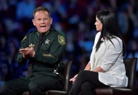"""Trump ontmoet overlevenden schietpartij: """"We moeten leraars bewapenen"""""""