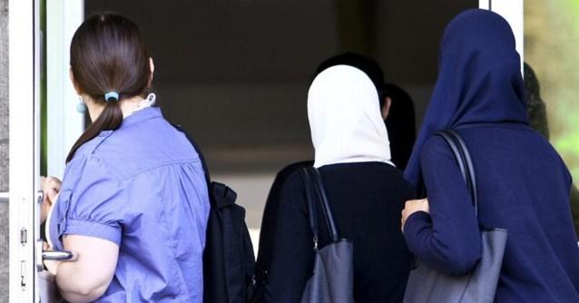 Rechter beslist: 11 Limburgse meisjes mogen hoofddoek blijven dragen ondanks verbod van school