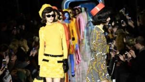 Moschino brengt ode aan de sixties met een vleugje kitsch