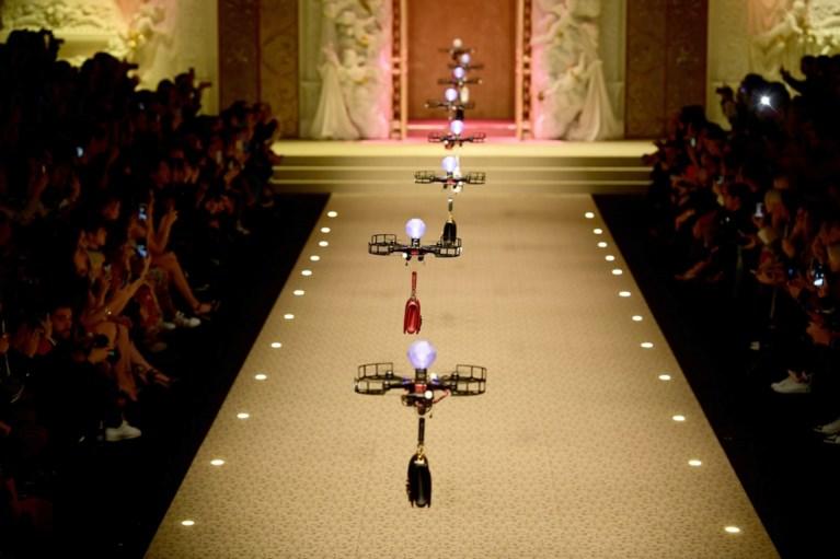Stunt van Dolce & Gabbana: geen modellen maar drones showen handtassen