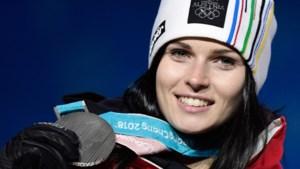 Skiester blikt terug op helse revalidatie op weg naar olympisch zilver… met gruwelijke foto van geopereerde knie