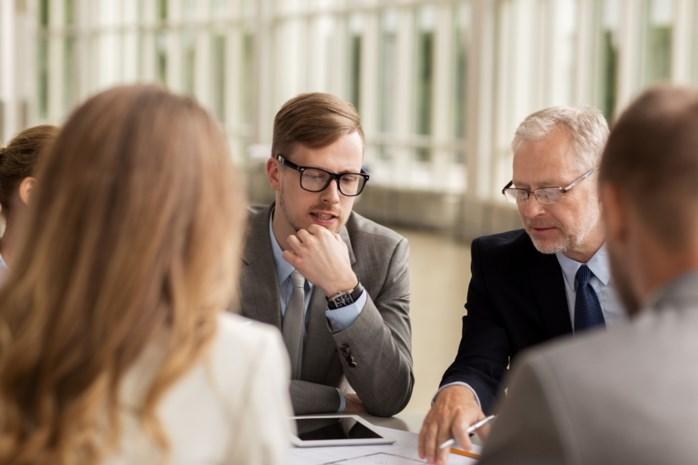 De cijfers die jonge werknemers liever niet zien: zo groot is het verschil met oudere collega's die exact dezelfde job hebben