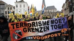 Voorpost betoogt zonder rellen tegen moskee