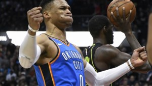 NBA. Westbrook schaart zich bij eliteclubje van vier man, LeBron gaat los met geweldige dunk