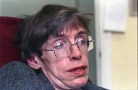 Hoe hij ontdekte dat hij ziek was en hoe hij zijn stem verloor: 10 dingen die je nog niet wist over Stephen Hawking