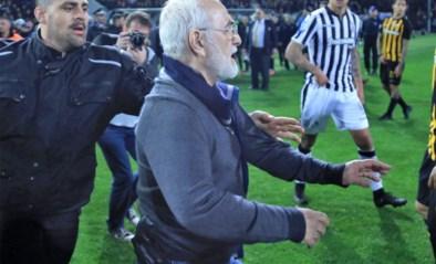 Griekse competitie ligt nog steeds stil nadat voorzitter veld betrad met pistool: vier clubs weigeren voorlopig te hervatten