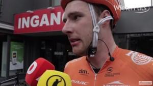 Nederlandse vroege vluchter maakt indruk in de koers én achteraf in hilarisch interview