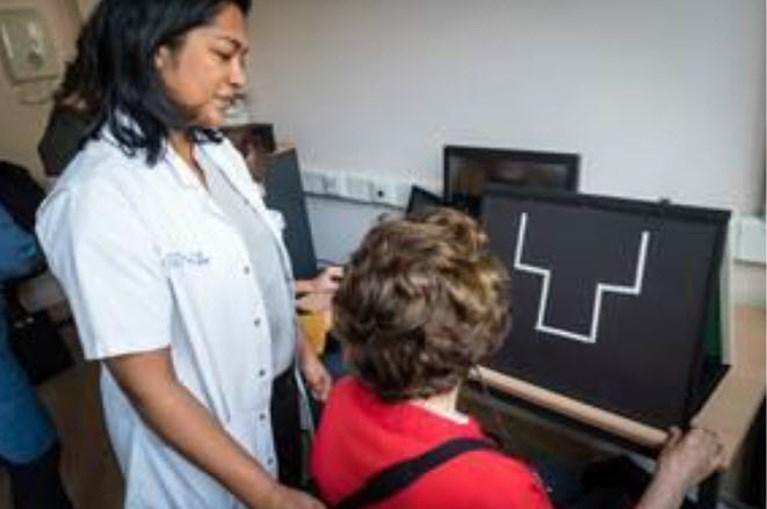 UZ Gent laat blinde vrouw weer zien met bionisch oog