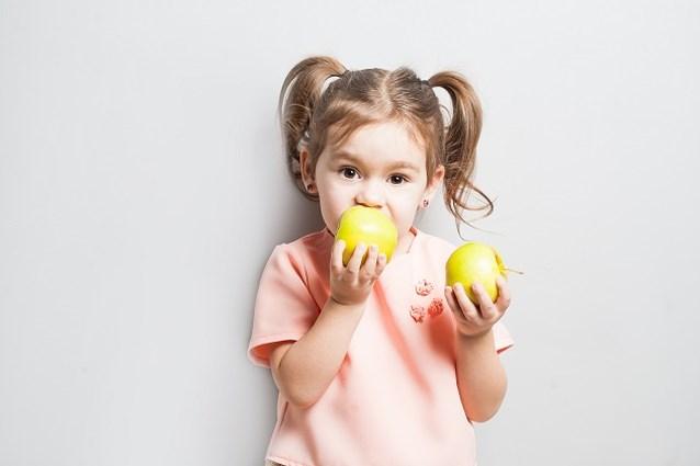 Mama deelt haar trucje om gesneden appel niet bruin te laten worden