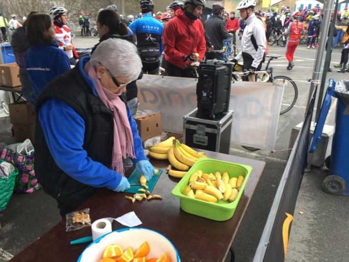 De wielertoeristen zijn er vroeg bij voor hun Ronde van Vlaanderen