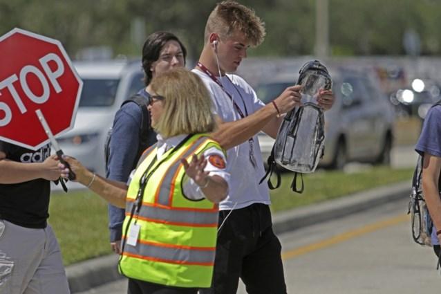 Nieuwe maatregel om schietpartij op school te voorkomen: doorzichtige rugzakken