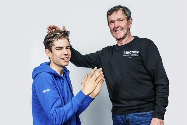 """De Vlaeminck (70) legt Van Aert (23) uit hoe je Parijs-Roubaix wint: """"Na de Ronde ben je toch met de vélo naar huis gereden?"""""""