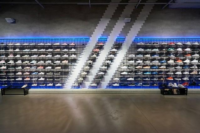Adidas gaat winkels sluiten