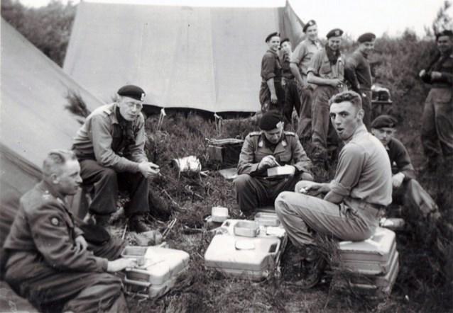 """Vlamingen vertellen de strafste verhalen uit hun legerdienst: """"Plots werd ik voor mijn 'grapje' bij de commandant geroepen"""""""