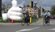 Gent roept op tot hoffelijkheid in verkeer met enorme witte duim: