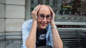 """Michèle Eeckhout (54) out zich als kale vrouw: """"Zonder pruik buiten komen was moeilijker dan naakt het podium op"""""""